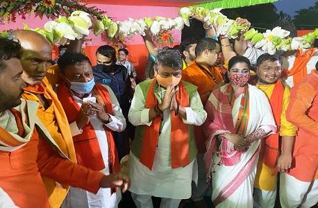 BJP leader Kailash Vijayvargiya reached Bhopal airport