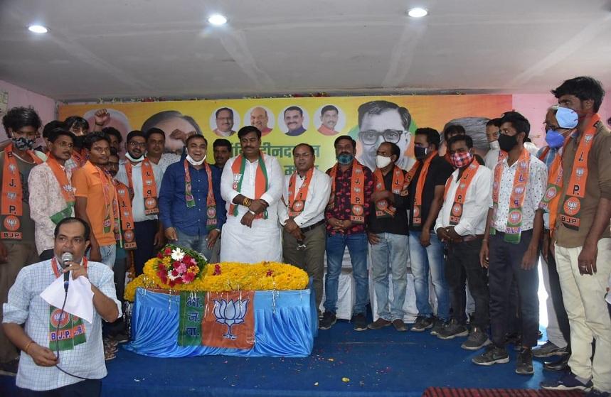 BJP MLA got membership of BJP to 30 Congress karykarta